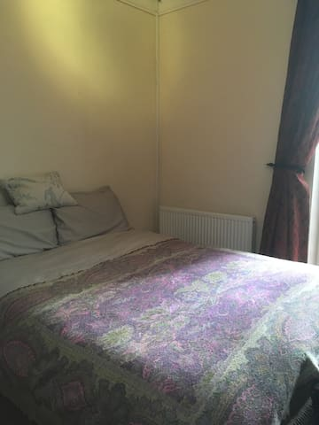 Lovely double room in Cardiff