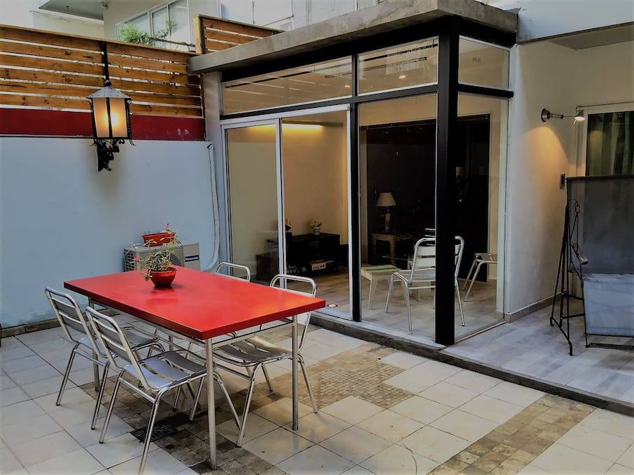 Great Patio -114 ft with reading area, dinning area and barbacue