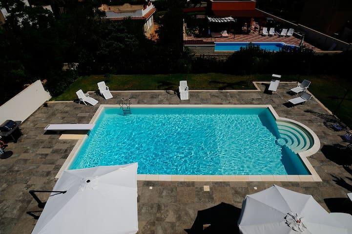 Mansarda in villa con piscina - Arenella - Lägenhet