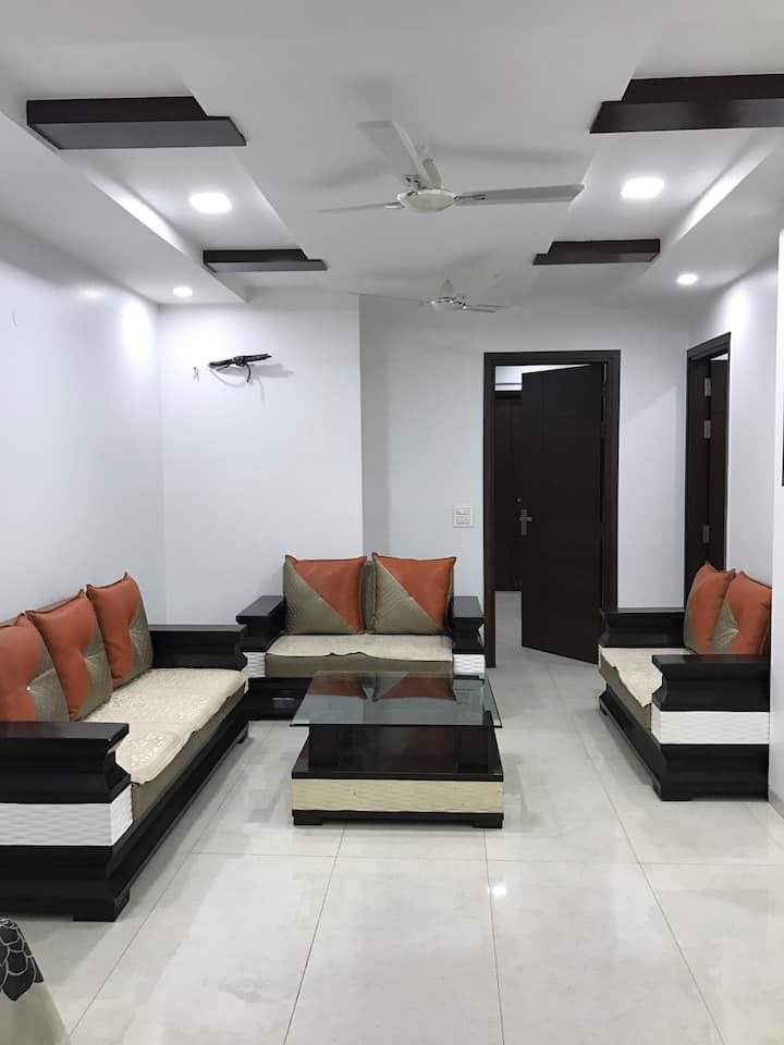 Lively & Beautiful 3bhk apartment!