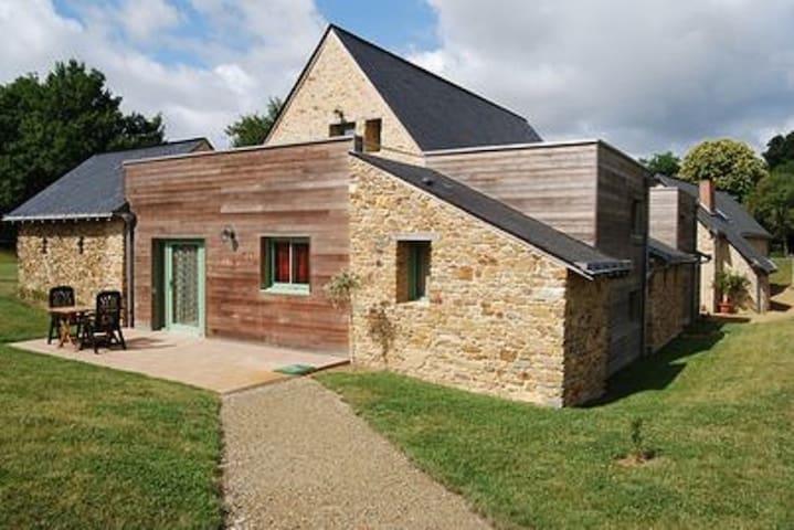 Charmante demeure du XV ème siècle - La Jaille-Yvon - Casa