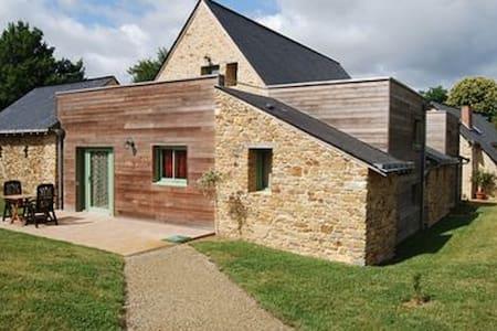 Charmante demeure du XV ème siècle - La Jaille-Yvon
