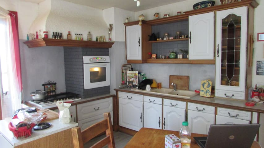 2 chambres dans grande maison à la campagne - Chatuzange-le-Goubet - Dom