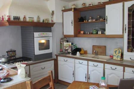 2 chambres dans grande maison à la campagne - Chatuzange-le-Goubet - House