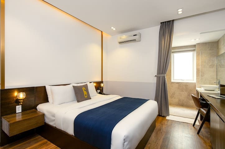 4 Cozy Queen Bed near beach- 4D(CSD)