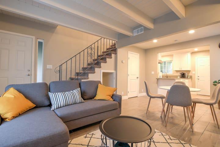 Clean, Modern Sacramento 2 bedroom home