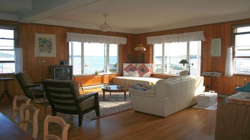 Perched on harbor/downtown w/ dock, kayaks & beach - Stonington - Daire
