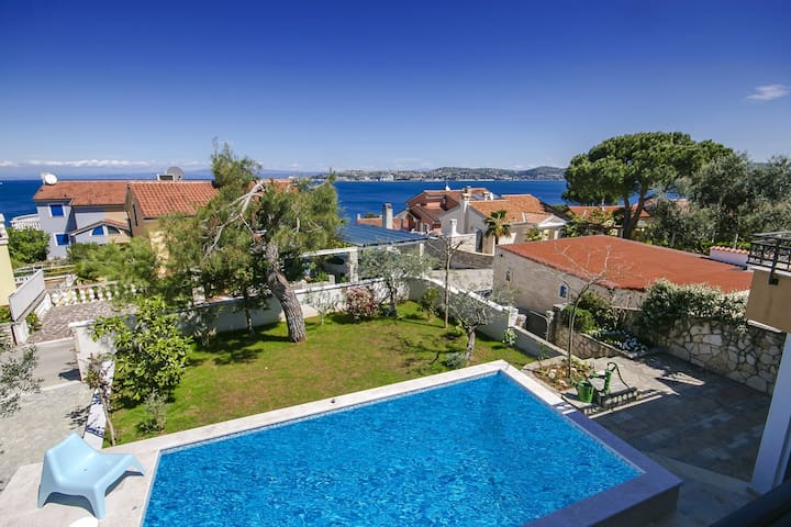 Villa Monterosso with swimming pool - Umag - Casa