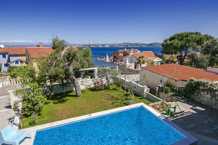 Villa Monterosso with swimming pool - Umag