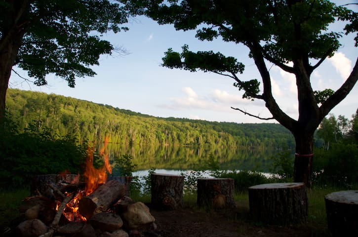 South Algonquin Lakefront Cottage 2 1/2 BD