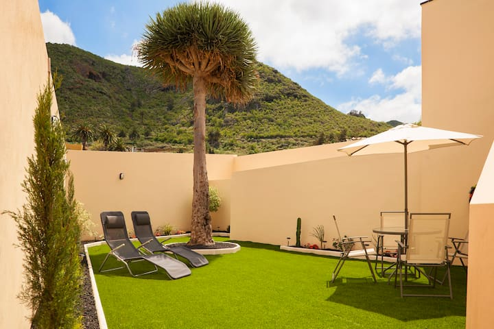 Rustic house, private garden, mountain & sea view - San Cristóbal de La Laguna - Hus