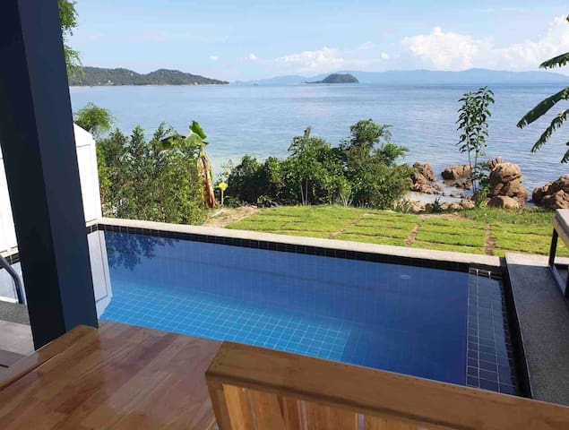 ONE BEDROOM VILLA IN SRITHANU WITH A SEAFRONT POOL