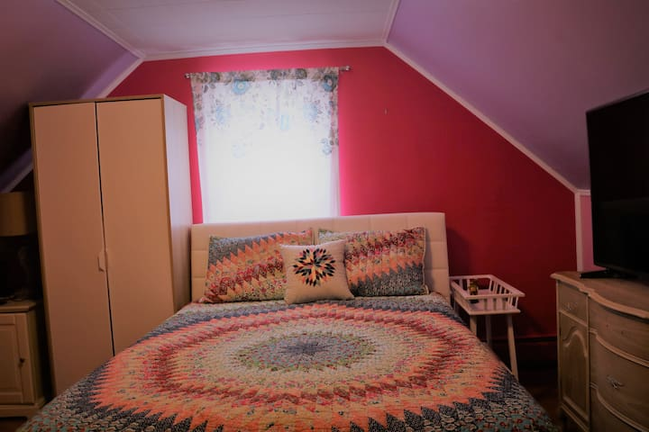 Cozy room in a single family house with nice yard - Pompton Lakes