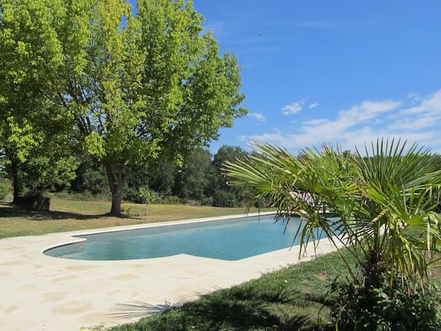 Beautiful Farmhouse, private, pool, views - Saint-Vivien-de-Monségur - Huis