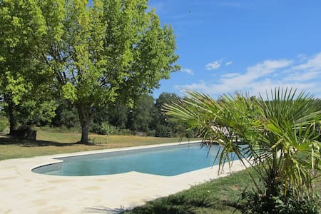 Beautiful Farmhouse, private, pool, views - Saint-Vivien-de-Monségur - Hus