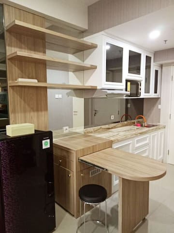 Tanglin Pakuwon New, Cozy, Homy up to 5 Guests