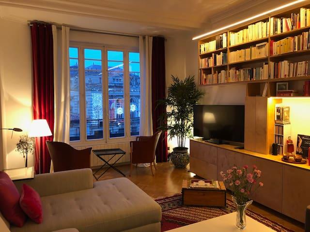 Bel et spacieux appartement sur la place de la Comédie