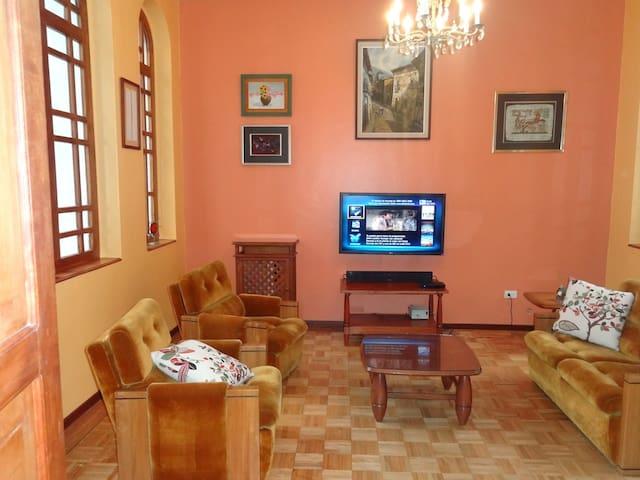 Lindo departamento en Centro Colonial de Quito - Quito - Apartamento