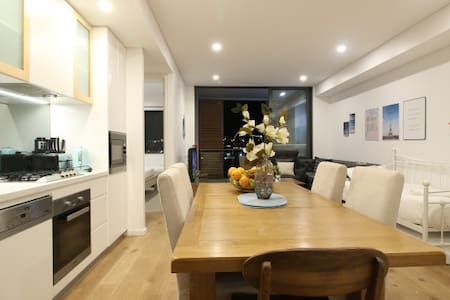 SANITIZED-Darling Harbour 2 bed Apartment(Free P.)