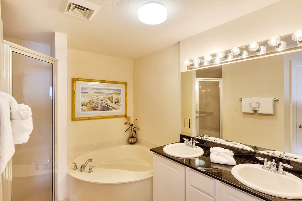 Master bath with double sinks, jacuzzi, and large shower.