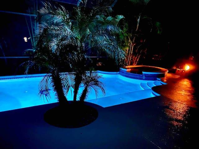 Huge Beach House w Heated Pool & Spa! Sleeps 16!