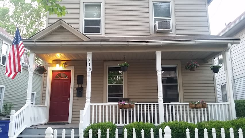 Apartment in Tremont! Be close to the action!