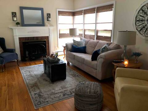 Cottage Oasis in Historic Glyndon