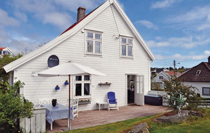 Amazing home in Skudeneshavn with 4 Bedrooms