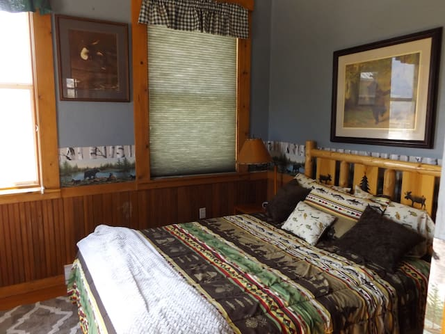 Bear room has double bed, with 2 closets, and tv