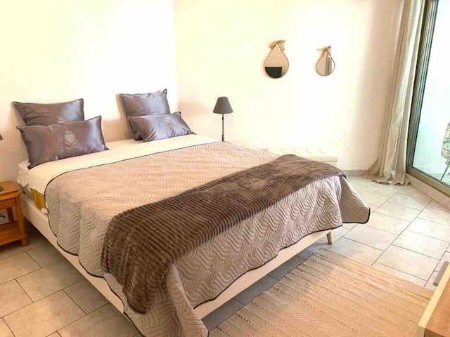 Spacieuse chambre lit 160 cm x200 cm