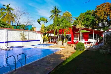Copoazú , Casa familiar