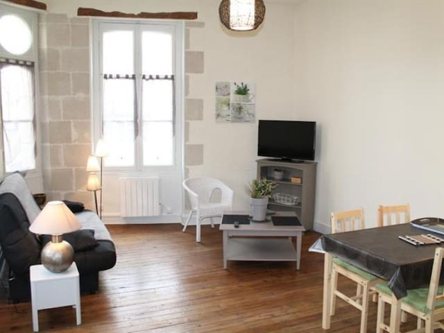 Appartement T2 en Face des Thermes du Saint Roch.