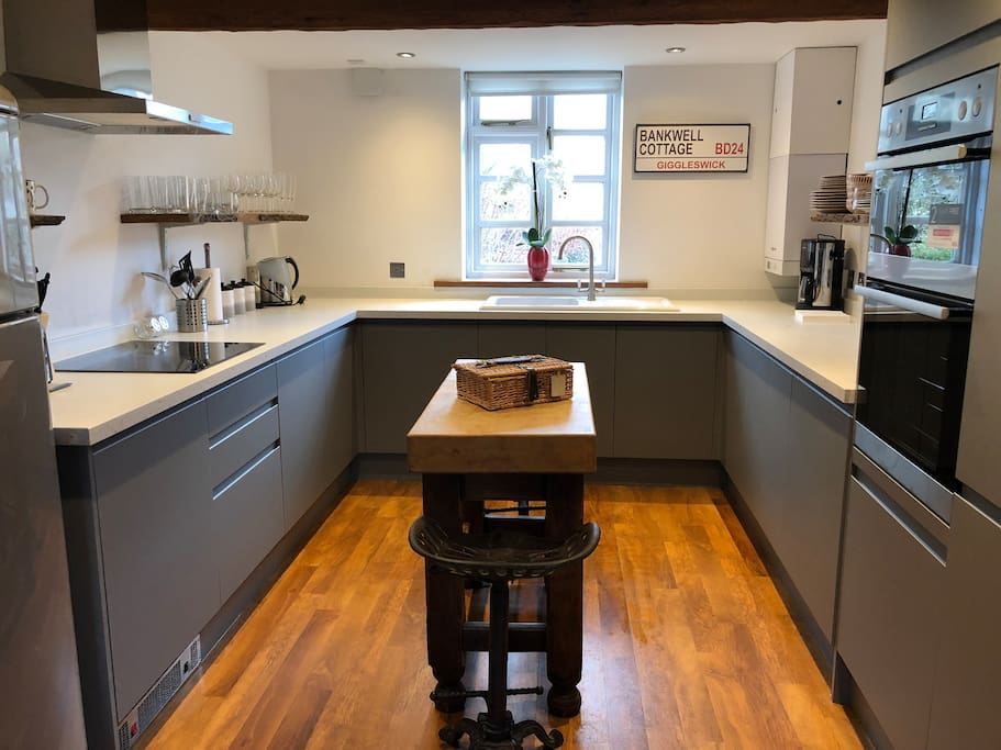 Bankwell Spacious Sleeps 6 2 Bath Dog Friendly