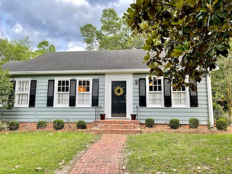 Southland Cottage - Walk to Historic Downtown
