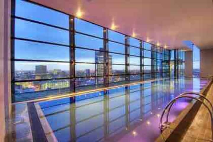 City Centre Luxury apartment with Rooftop Pool