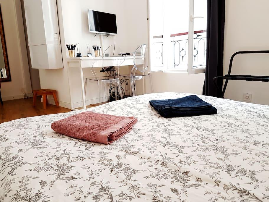 Vue du lit / Bed view
