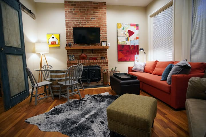 Tastefully designed studio at the heart of VCU!