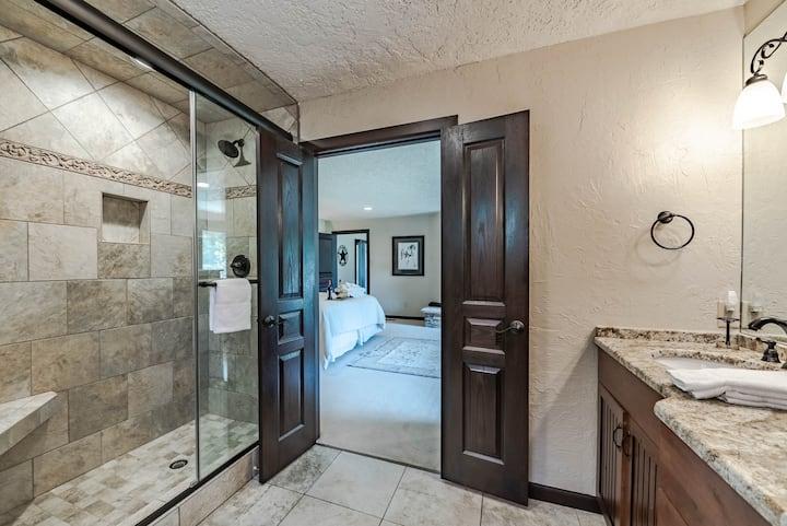 Ruidoso Respite, 6 Bedrooms, Hot Tub, Central Air, Sleeps 16