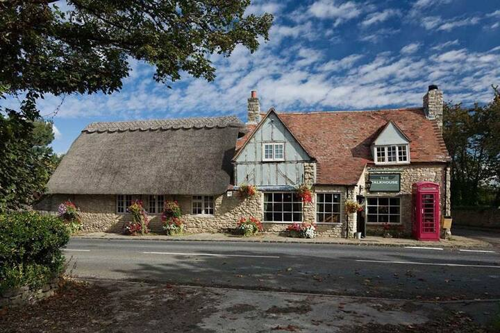 Oxfordshire - Talkhouse  Stanton St John