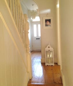 Victorian family home (ideal Farnborough Airshow) - Aldershot - Casa