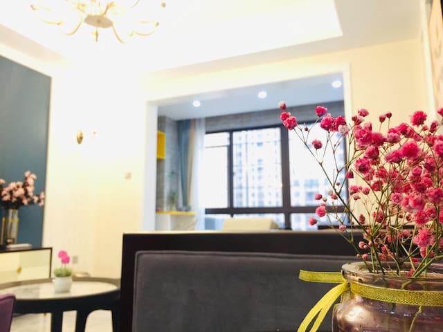 Home宿—小美风格  装修精致  可做饭  环境优美   交通便利   离动车站和核电小区近
