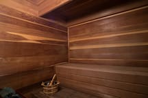 Dry Sauna with aromatherapy