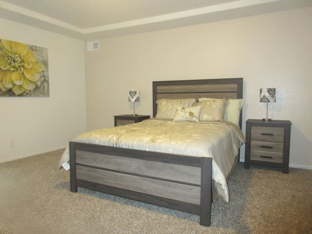 Private Floor (860 sq ft) in brand new home - Denver - Casa