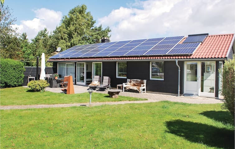 Holiday cottage with 3 bedrooms on 108m² in Egå
