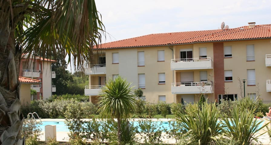 F2 + jardinet en résidence avec piscine et tennis