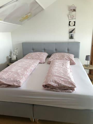 Schlafzimmer 3 Boxspringbett 1,80 x 2 m