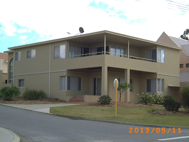 TWIN ROOM WITH PRIVACY 6KM TO CITY - Dianella - Casa
