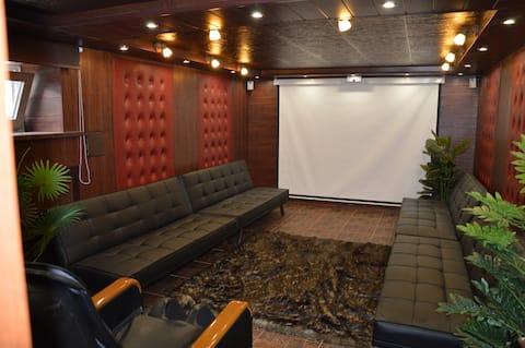 комната в кинотеатре