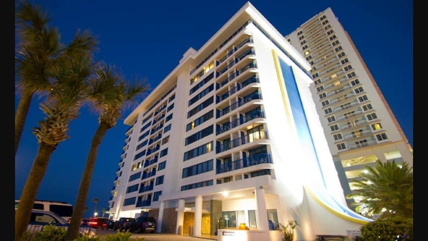 BEACHFRONT RESORT: Daytona Beach 2 Bed Timeshare