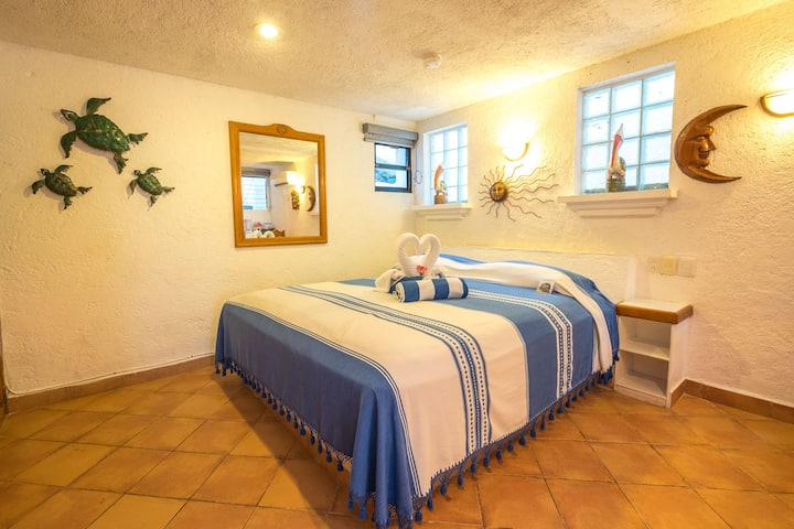 Cozy Casita few steps from beach -  AC, Wifi